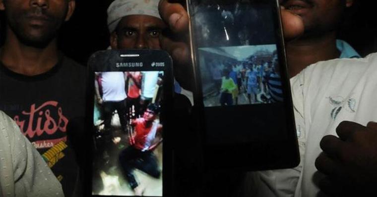 যখন একটি 'WhatsApp' বার্তা সাধারণ জনগোষ্ঠীকে হত্যাকারীতে রূপান্তর করে